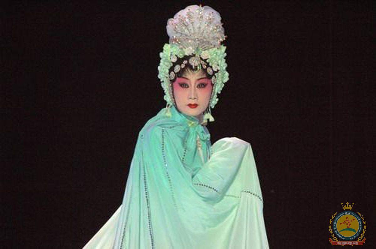 服装设计师茹美琪照片